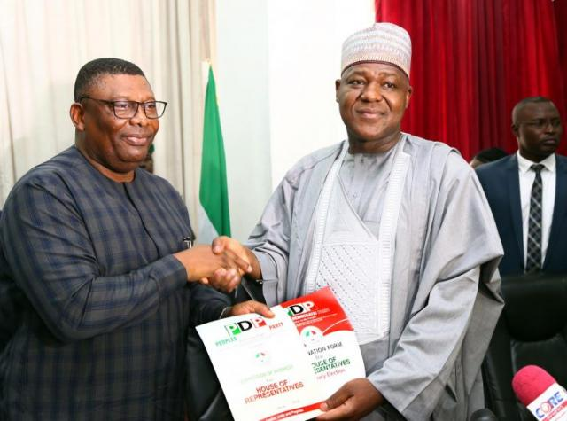 Dogara seals defection from APC to PDP, submits Reps nomination forms at Wadata Plaza