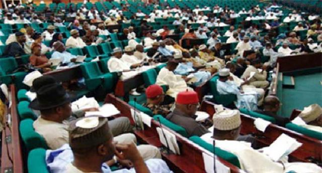 Rowdy session as Reps threaten to boycott Buhari's 2019 budget presentation