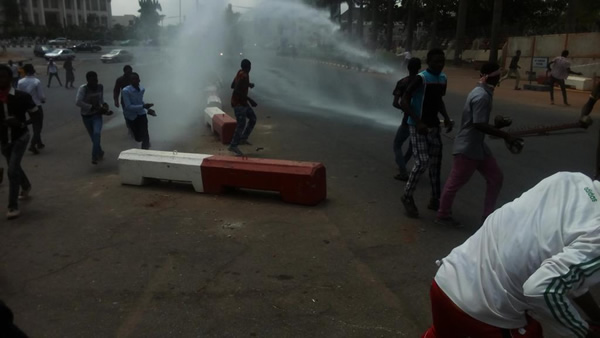 El-Zakzaky: Police disperse Shiite protesters with tear gas